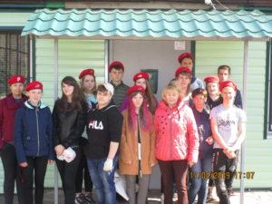 В Семилуках ветераны и юнармейцы провели совместный «субботник»