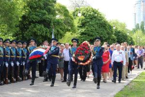 В Воронеже прошло торжественное возложение венков и цветов к могиле Неизвестного солдата