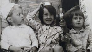 Маленькой я была ужасно любопытной непоседой.
