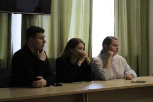 Будущие политологи познакомились с работой Ресурсного центра