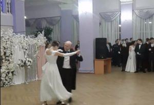 Девушка с ДЦП выступила на Сретенском балу в Воронеже