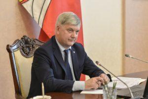 Губернатор А. Гусев обратился со словами благодарности к волонтёрам