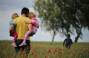 Правительство утвердило критерии, по которым люди с ВИЧ могут усыновлять детей
